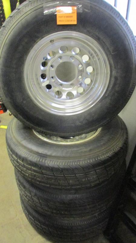 8 Lug Aluminum Mod Wheel W/ 235/80R16 Gladiator Tire