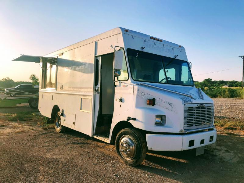 2000 Freightliner Food Truck Vending / Concession Trailer