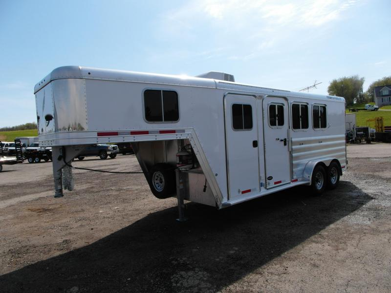 2014 Featherlite 3H Slant w/ 4' Weekender Package Horse Trailer