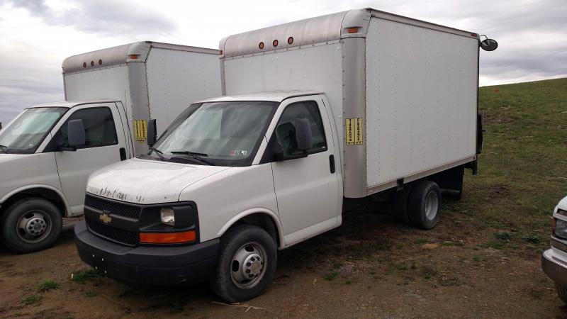USED 2008 Chevrolet G3500 Box Truck w/ Liftgate