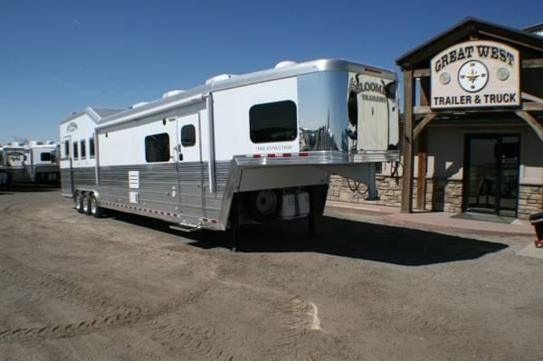 2016 Bloomer Trailer Manufacturing 17 SW LQ Couch/Couch w/ Bunk bed