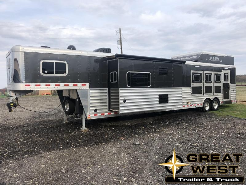 2017 Elite Trailers 15 SW 4 Horse Reverse Load Horse Trailer