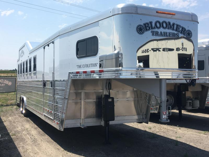 2017 Bloomer Trailer Manufacturing 6 Horse Trainer