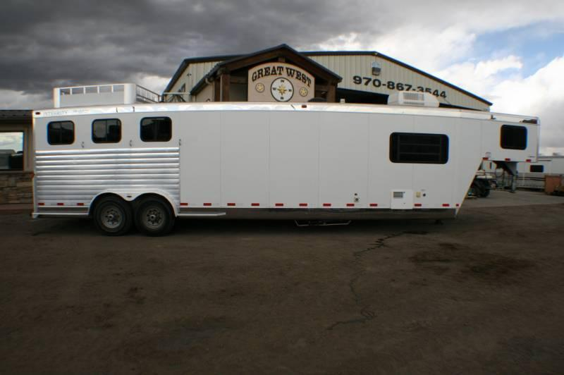 2005 Integrity 3 horse