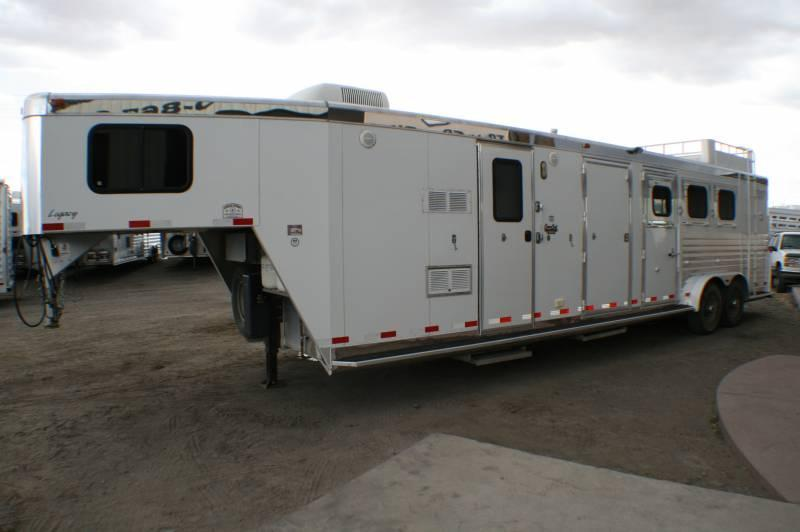 2005 Integrity 3 horse Bunk Bed or Mid Tack You Choose