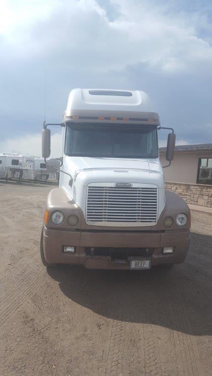 2000 Freightliner Columbia Truck
