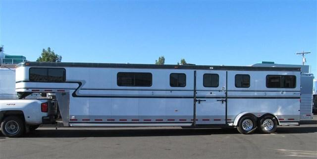 2014 Hawk 4 Horse Head to Head Horse Trailer