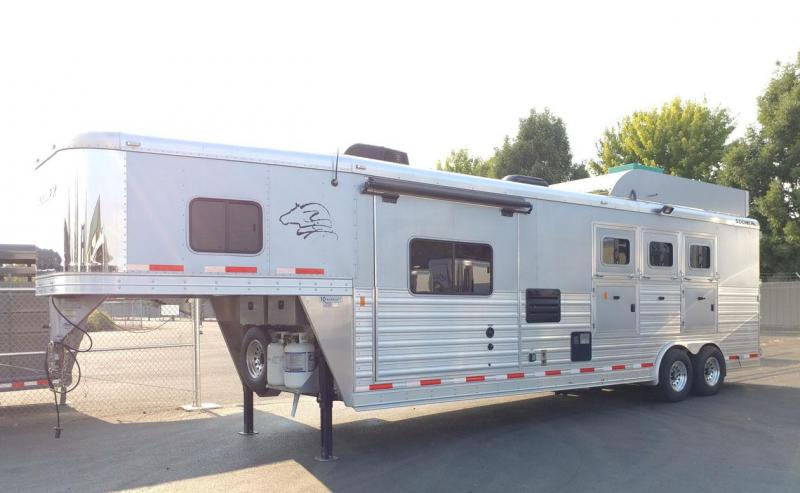 2015 Sooner Living Quarter Horse Trailer