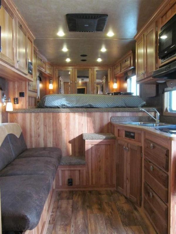 2017 Exiss 8310 Endeavor Horse Trailer