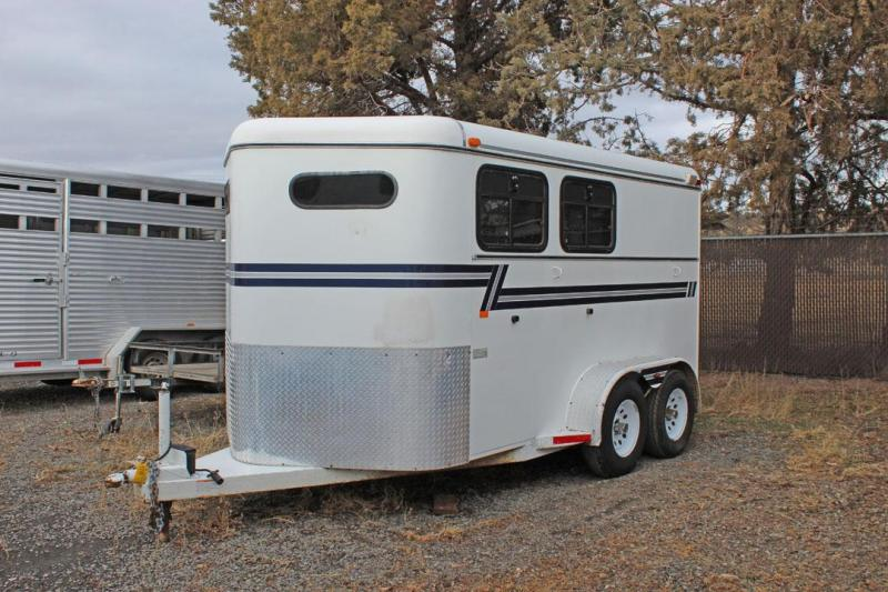 2000 C and B Quality Trailer Works 2 horse slant Horse Trailer