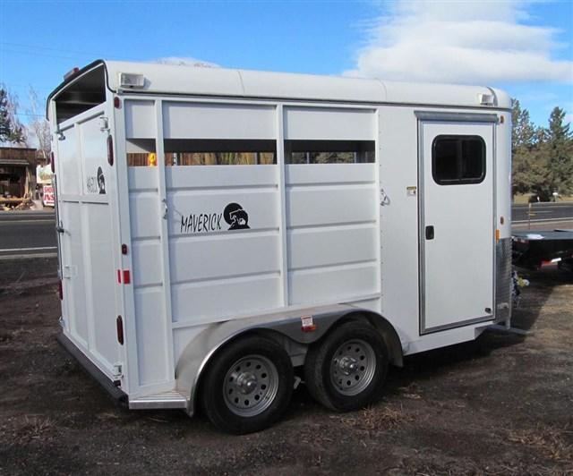 2017 Maverck Open Side Horse Trailer