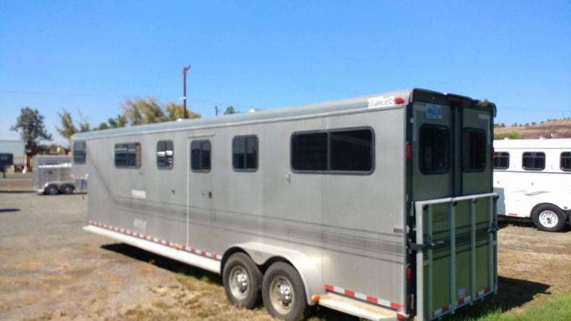 2005 Trail-Et Horse Trailer