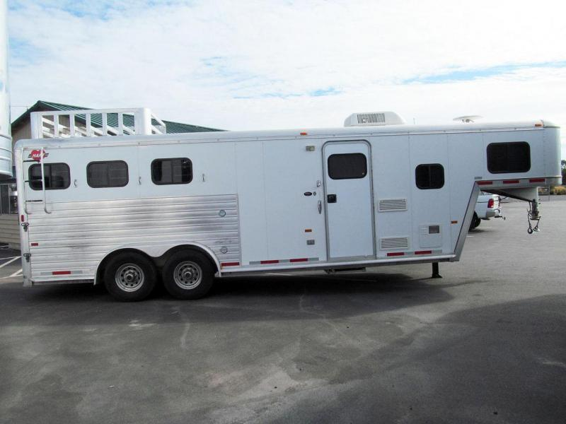 2002 Hart Trailers 3 Horse Living Quarter Horse Trailer