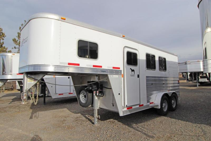 2016 Exiss Trailers Horse Trailer