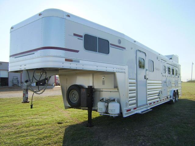 2007 Platinum Coach 4 Horse 12' Short Wall Horse Trailer