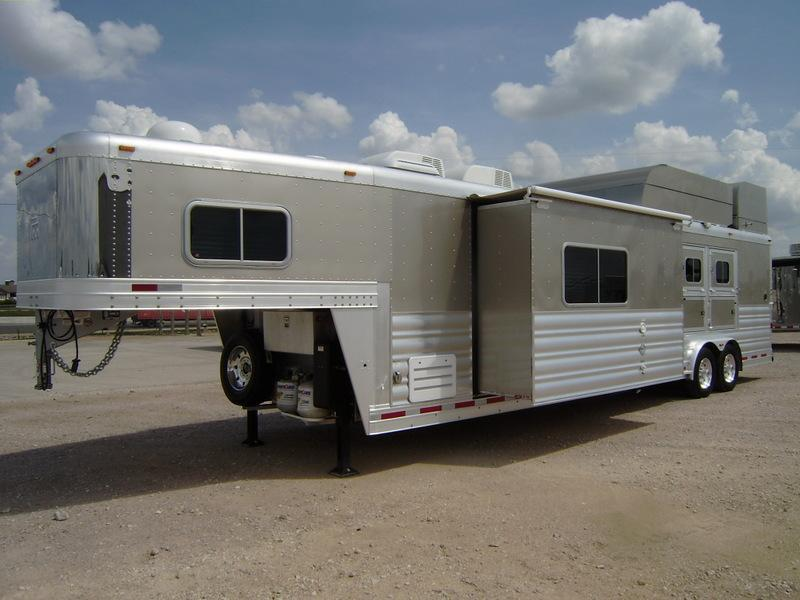 2014 Platinum Coach 3 Horse 15' Short Wall with Slide Out