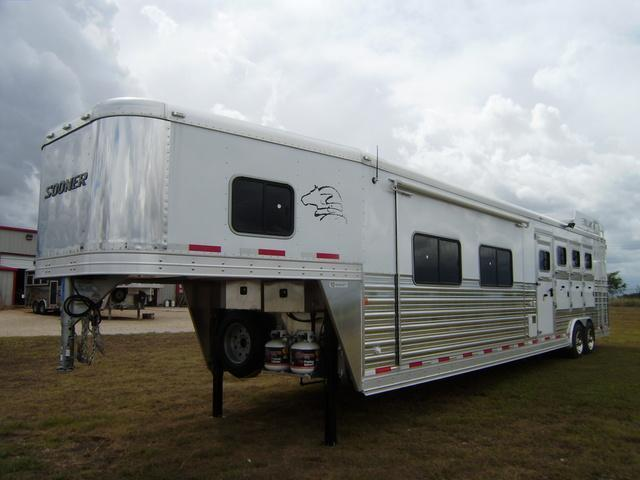 2015 Sooner Trailers 4 Horse 16.5' Short Wall Horse Trailer