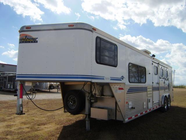 1998 Sundowner Trailers 3 Horse 8' Short Wall Horse Trailer