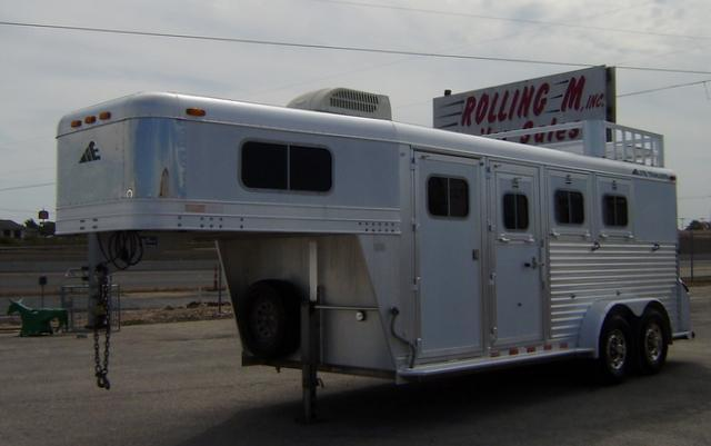 2003 Elite 3 Horse 4' Short Wall Horse Trailer