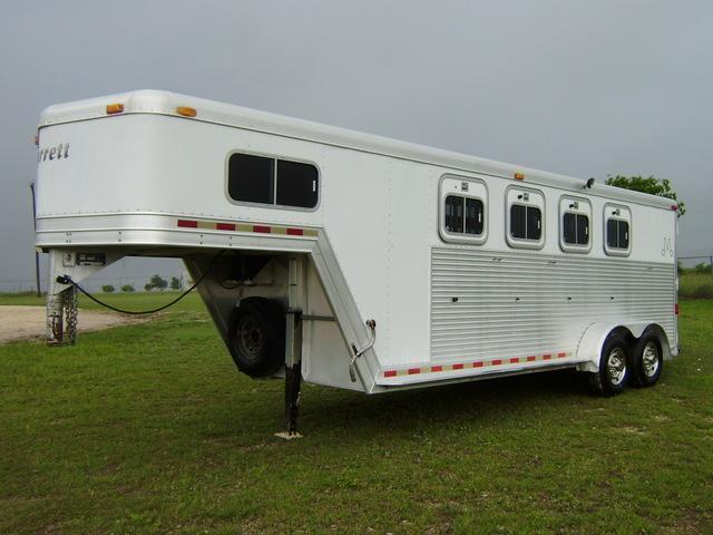 2001 Barrett 4 Horse 2' Short Wall Horse Trailer