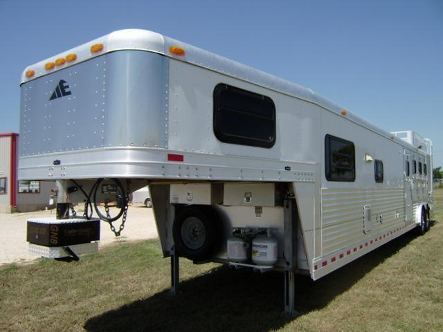 2001 Elite 4 Horse 16' Short Wall