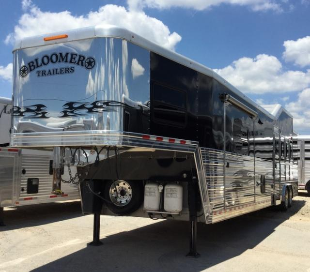 2010 Bloomer Trailer Manufacturing 4 Horse 17'6
