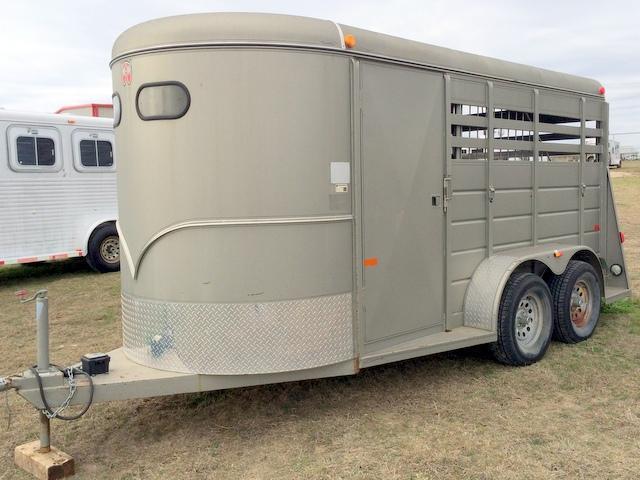 2008 W-W 2 Horse Bumper Pull Horse Trailer