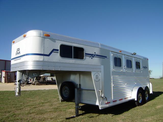 2004 Platinum Coach 3 Horse Gooseneck Horse Trailer