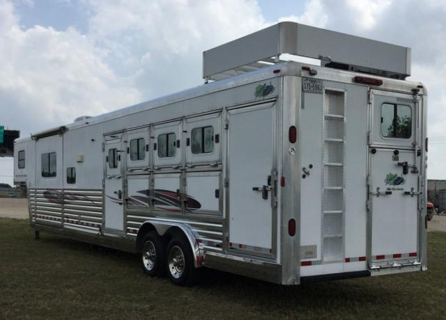 2005 Dream Coach Trailers LLC 4 HORSE16 FT 5 IN SHORT WALL WITH SLIDE OUT **GENERATOR** Horse Trailer