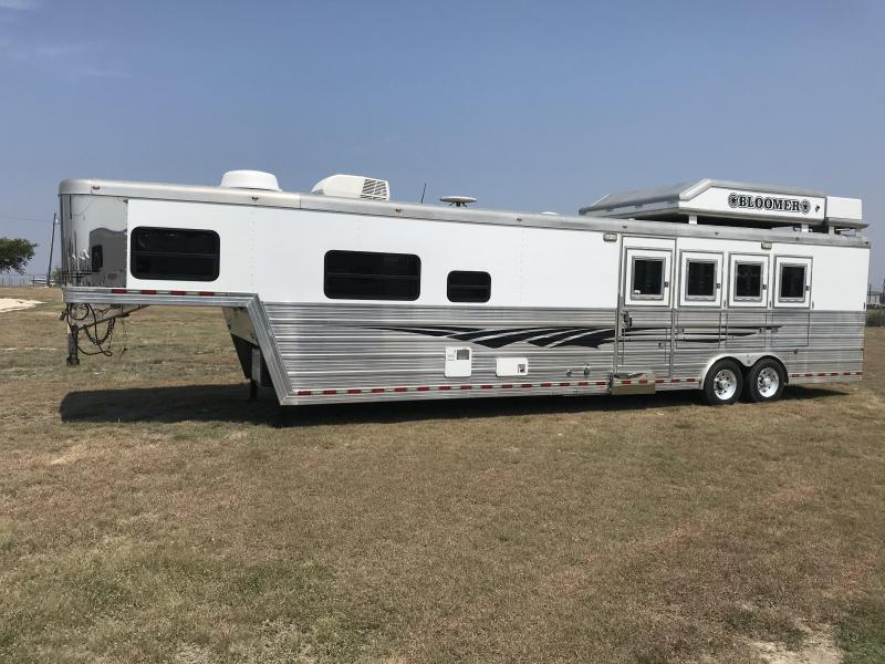 2008 Bloomer Trailer Manufacturing 4 Horse 16' SW Horse Trailer