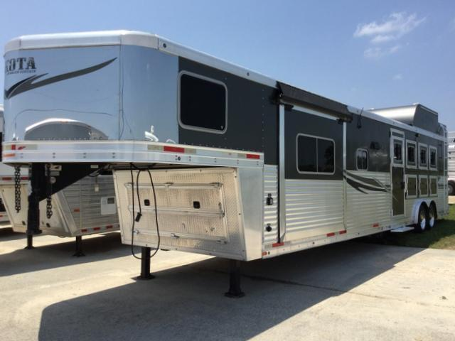 2014 Lakota Corp 4 Horse 15' Short Wall with Slide Out Horse Trailer *Generator*