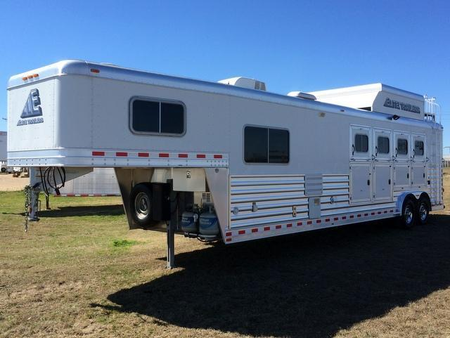 2011 Elite 4 Horse 12' Short Wall Horse Trailer