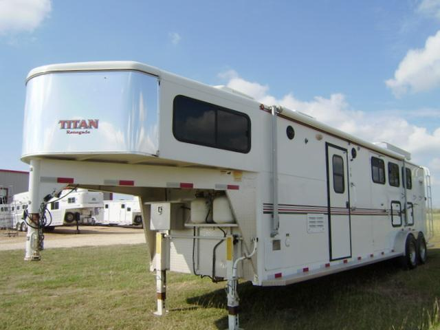 2005 Titan Trailers 3 Horse 12' Short Wall Horse Trailer