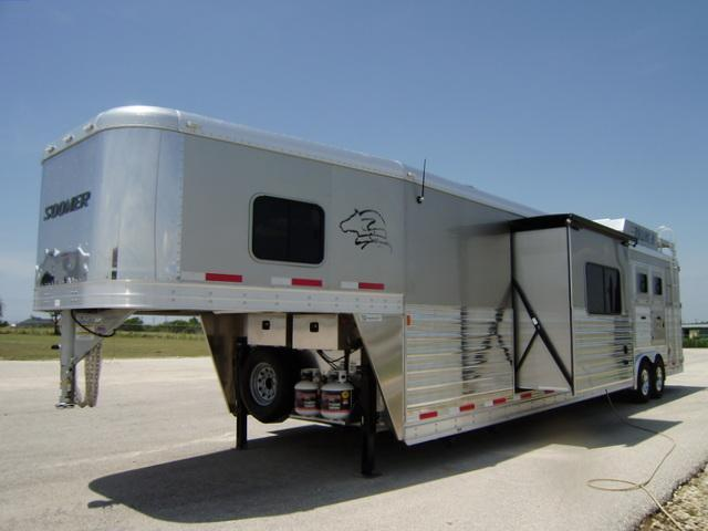 2015 Sooner Trailers 4 Horse 15' Short Wall
