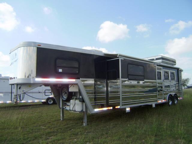 2004 CM 3 Horse 15' Short Wall Horse Trailer with Slide-out