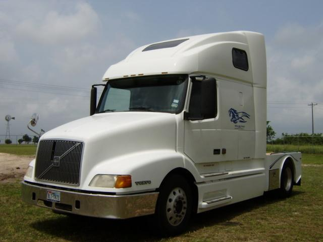 2000 Volvo Diesel Semi Truck