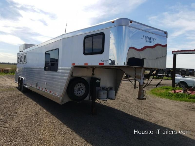 2006 Integrity Trailers 3 Horse LQ 12' Trailer CO-1067