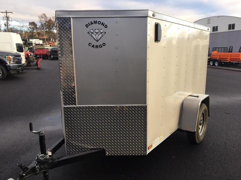 DIAMOND CARGO 2018 5' x 8' SINGLE AXLE SILVER ENCLOSED TRAILER