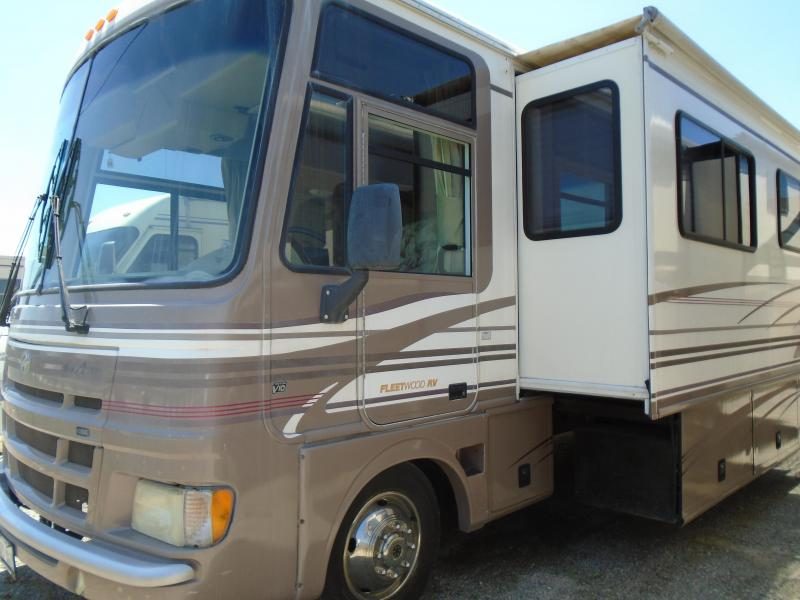 2000 Fleetwood RV PACE ARROW 37