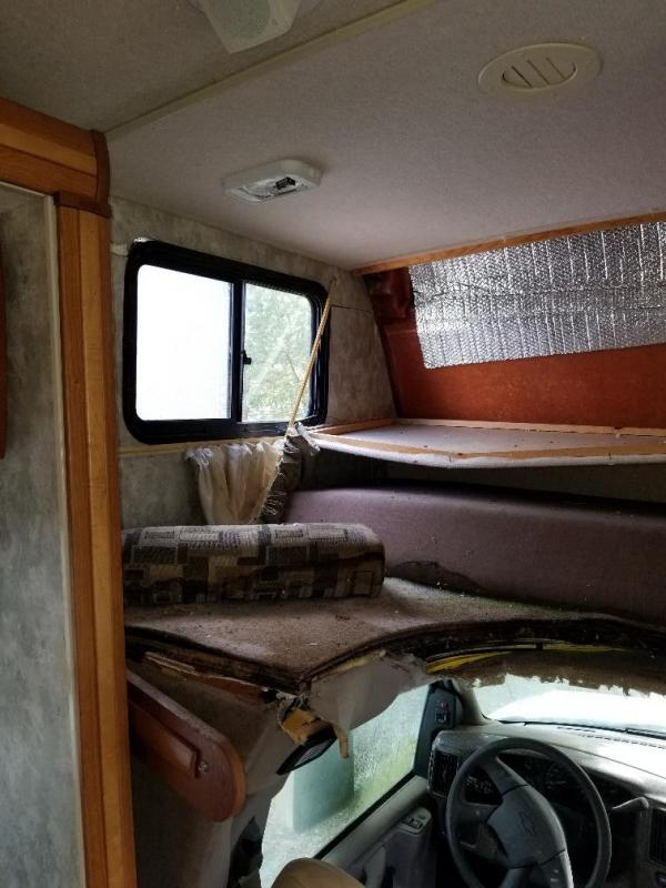 2007 Winnebago wrecked outlook Class C RV