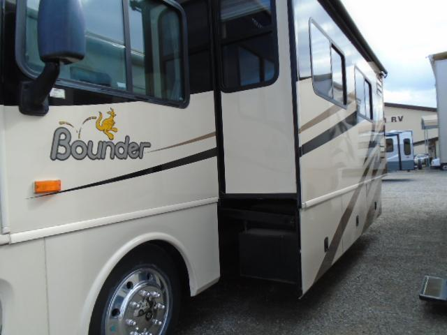 2008 Fleetwood RV Bounder Class A RV 35E
