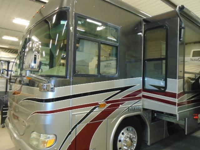 2004 Other INTRIQUE LE SUITE SERENADE Class A RV