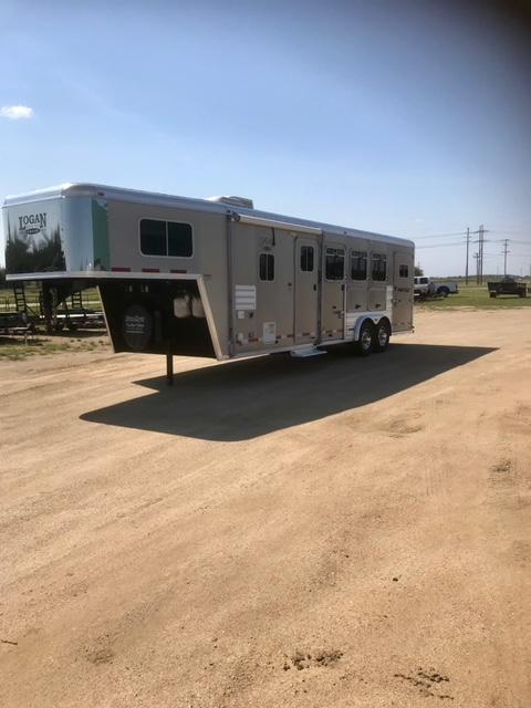 2011 Logan Coach 8310 Horse Trailer