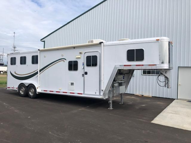 2009 Featherlite 3 Horse 8'SW Living Quarter