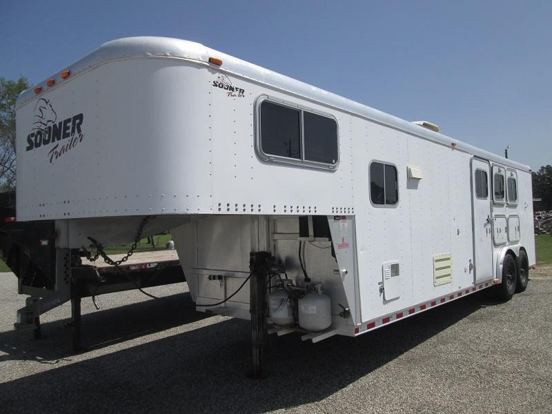 1999 Sooner 3H LQ - GREAT PRICE - Horse Trailer