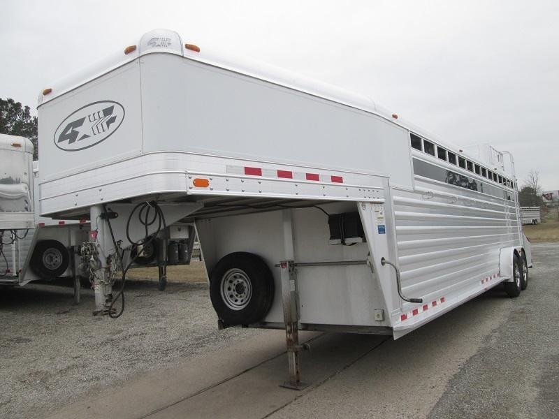 2011 4-Star Trailers GREAT SHAPE Horse Trailer