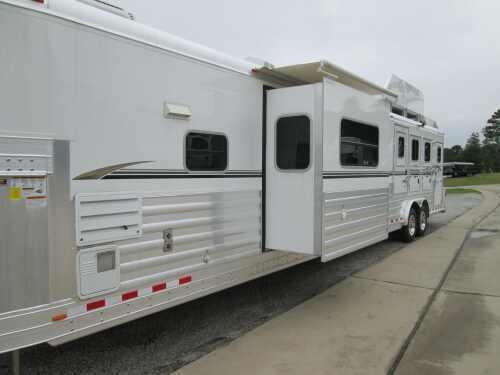 DON'T MISS THIS!!!! 2011 4-Star 3H LQ - 23' SW - REDUCED $10000