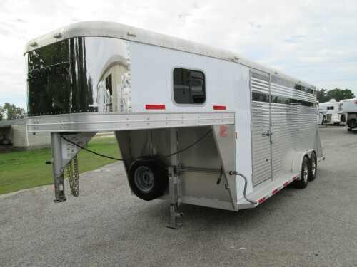 2012 Sooner Trailers LIKE NEW 4 HORSE STOCK/COMBO W/DIVIDERS Horse Trailer