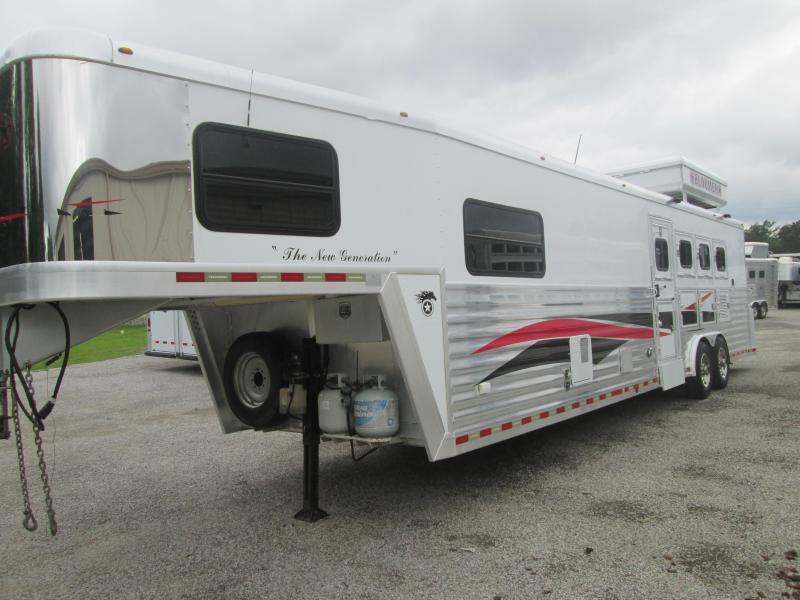 2005 Bloomer Trailer Manufacturing 4H LQ - BUNK BED Horse Trailer