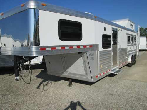 2008 Diamond Trailers 3 Horse LQ with Southwestern Conversion Horse Trailer